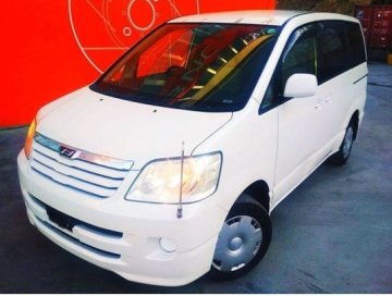 "<span style=""font-weight: bold;"">TOYOTA Noah 4WD</span><br>"